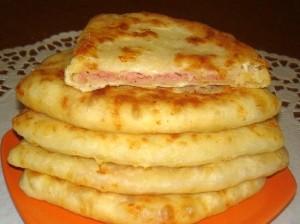 Рецепт и приготовление сырных лепёшек.