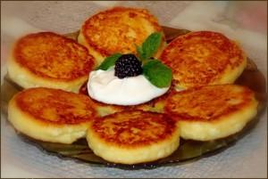 Recept i prigotovlenie sirnikov 300x201 Вкусные и быстрые блюда на завтрак