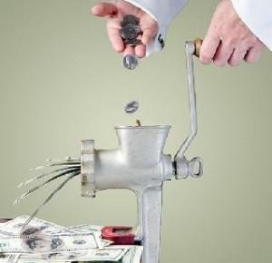 Деньгами надо управлять, а не служить им. Сенека