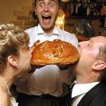 Встреча молодожёнов хлебом и солью