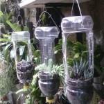 Подвесные горшки для цветов в виде фонариков.