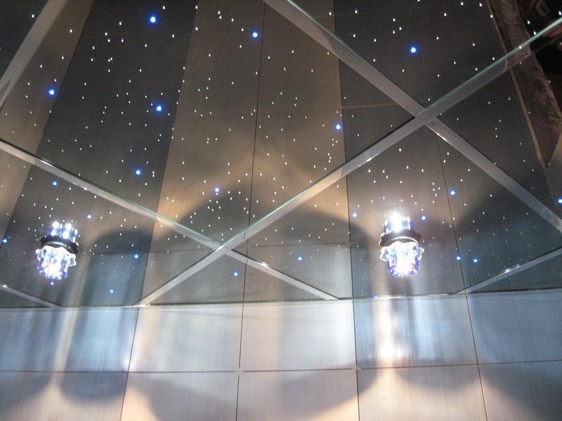 Стеклянный потолок - небесное сияние