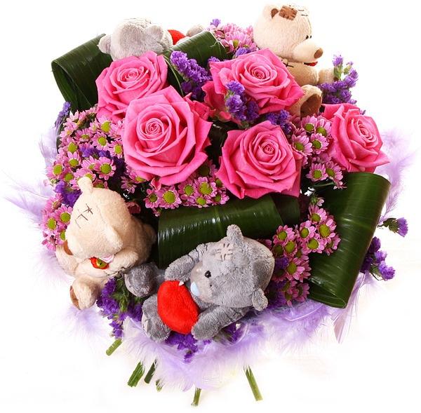 Букеты с живыми цветами и игрушками
