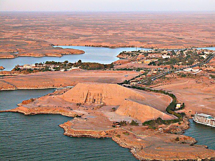 Живописное место в Египте и скала Абу-Симбель