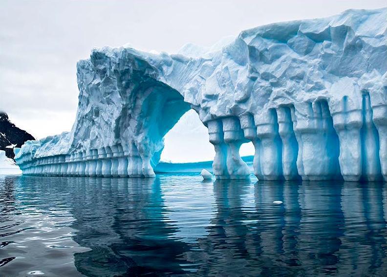 Колизей айсбергов Антарктики