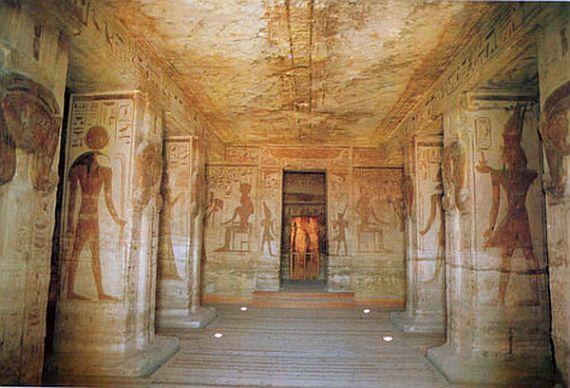 Абу-Симбель вид изнутри с колоннами