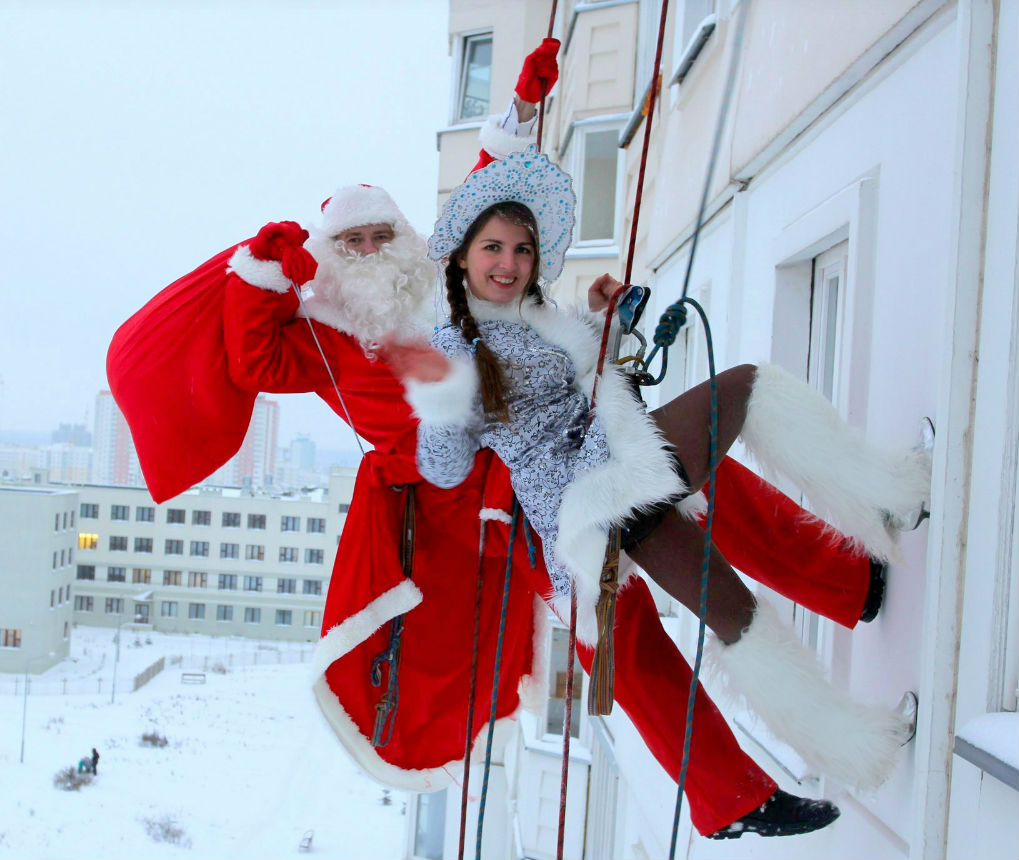 Скрытая камера засняла секс Деда Мороза и снегурочки