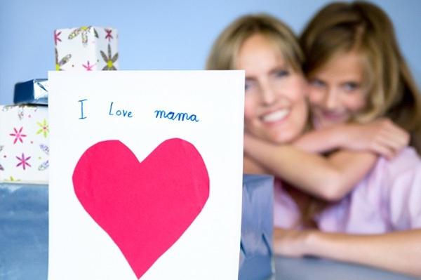 Как правильно поздравить маму