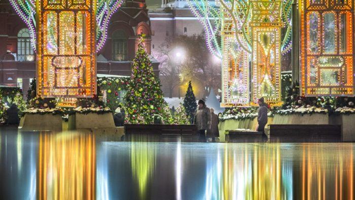Пронеслись все праздники Шумным хороводом. Поздравляю вас, друзья, Со Старым Новым годом. Всем желаю я прожить Этот год в согласье, И побольше получить Радости и счастья.